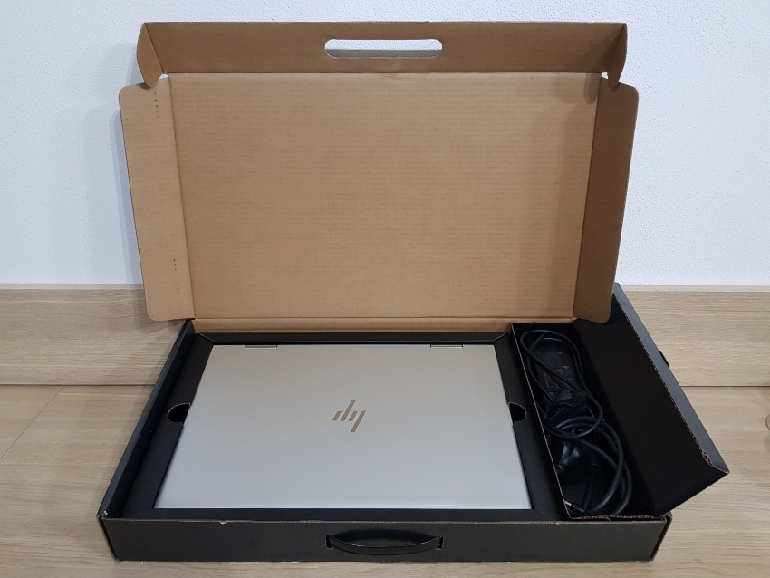 Recenze HP ENVY 15 package contents­